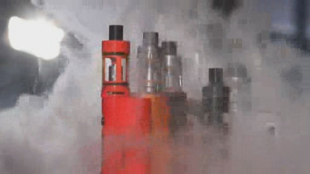 Click to play video: 'How Canadian teens can still buy e-cigarettes online'