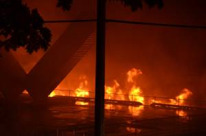 Massive fire engulfs New Westminster's Pier Park (03:06)