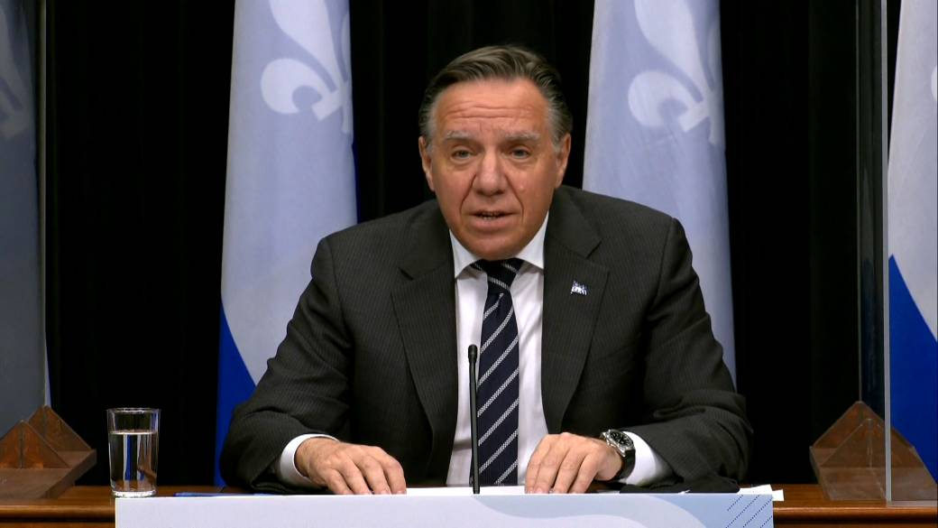 Click to play video 'Coronavirus: Legault tells Quebec residents to 'stay home' amid spike in COVID-19 patients'