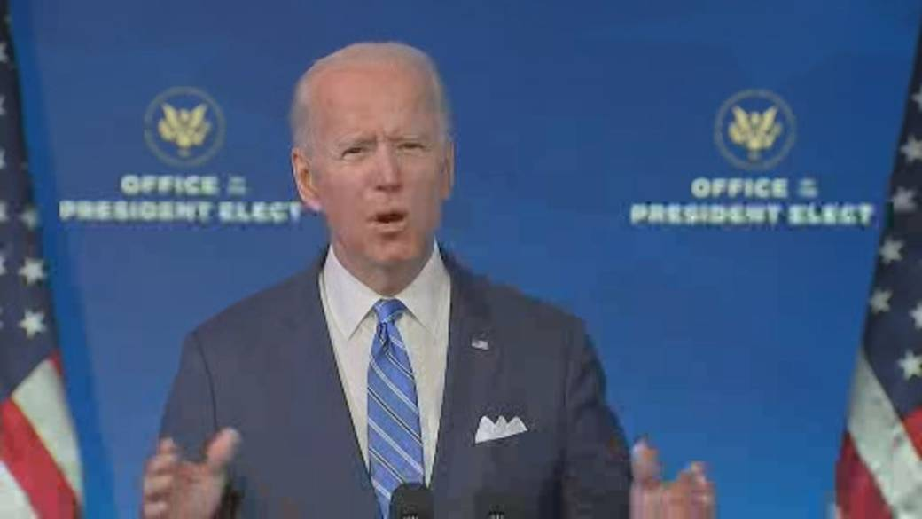 Click to play video 'Coronavirus: Biden renews pledge to vaccinate 100 million Americans in his first 100 days'