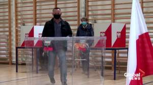 Poles vote in knife-edge presidential election
