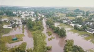Ukraine floods leave at least 3 dead (02:33)
