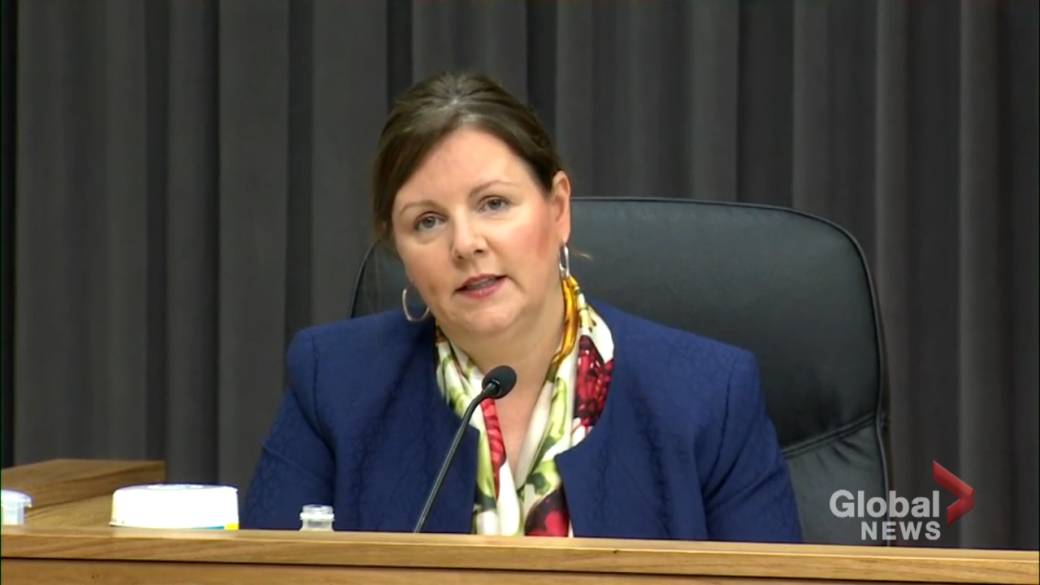 Click to play video: 'New Brunswick top doc concerned about large number of unvaccinated as COVID-19 cases rise'