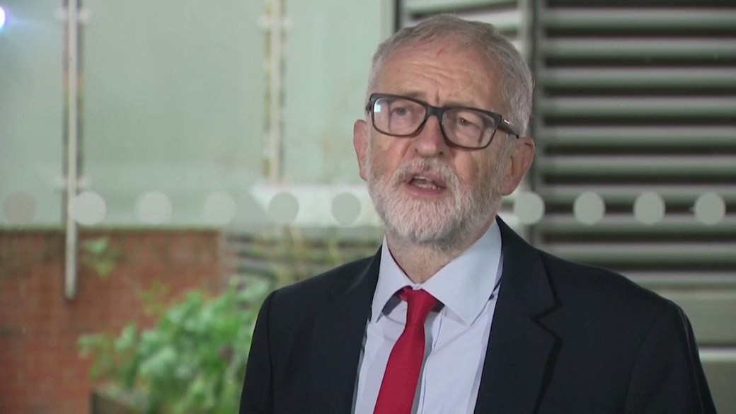 Click to play video 'UK Labour Party suspends former leader Jeremy Corbyn after anti-Semitism report'