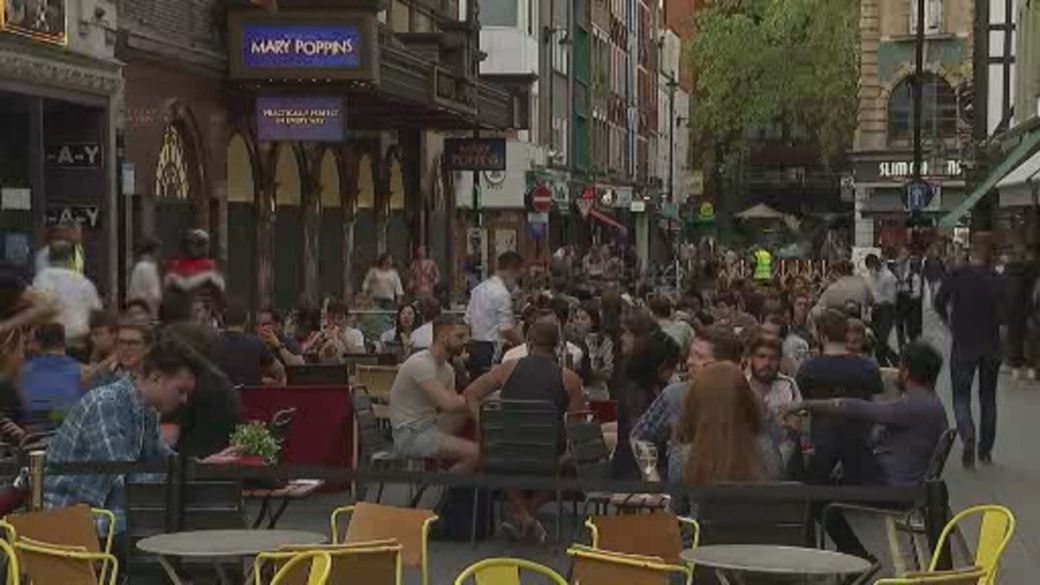 Click to play video 'WHO warns of 'alarming' rise in Europe's COVID-19 cases'