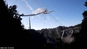 Footage shows moment telescope receiver collapses at Arecibo Observatory (01:43)