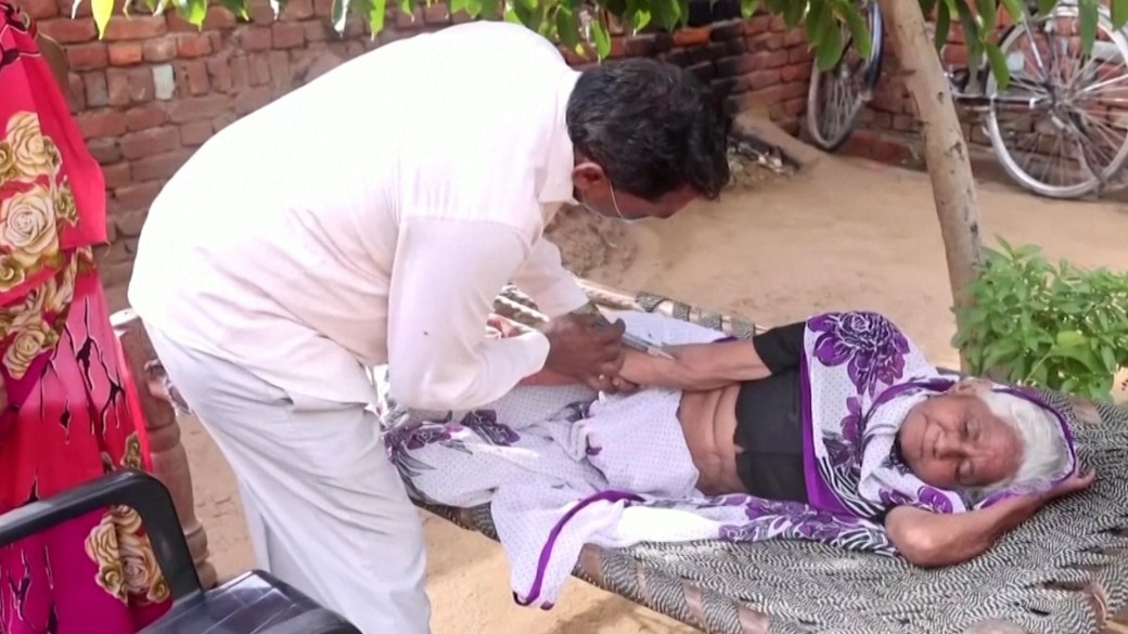 Click to play video: 'Indian villagers turn to unlicensed clinics as COVID-19 spreads to countryside'