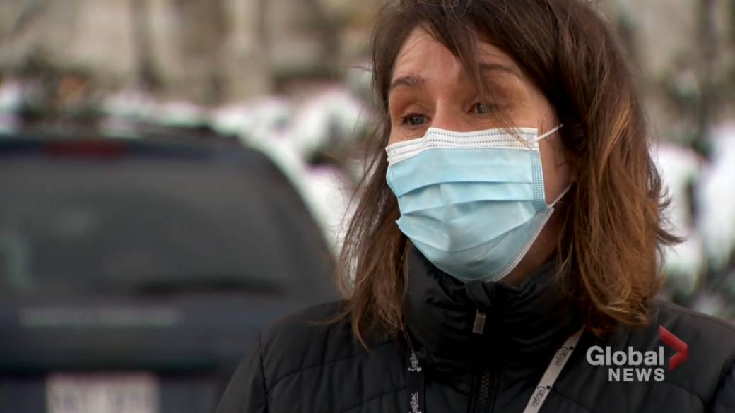 Click to play video 'Coronavirus: Health-care workers on the front lines calling on Quebecers to follow rules'
