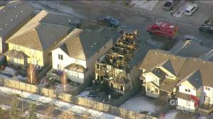 Large fire destroys house in southwest Edmonton (01:58)