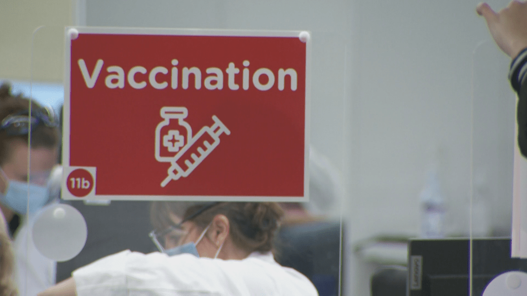 Click to play video: 'Why vaccine selfies are causing a digital divide'