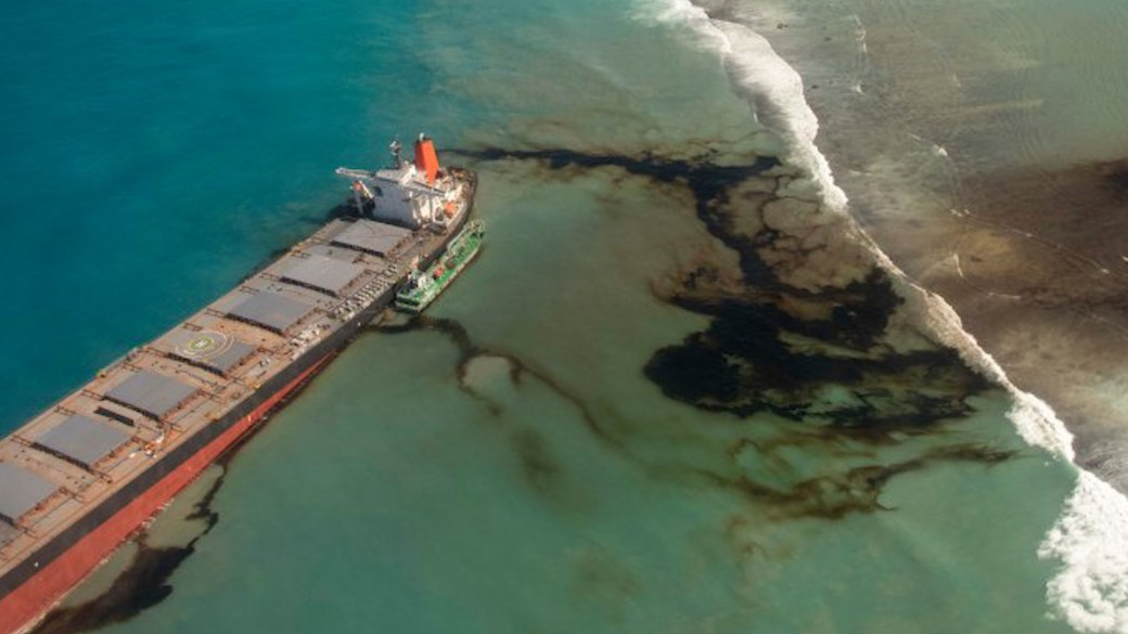 Click to play video: 'Mauritius oil spill: Experts fear catastrophic ecological disaster'