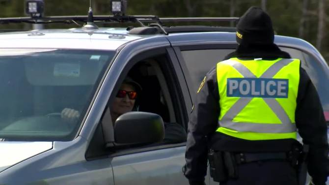 Click to play video: Ontario police set up checkpoints along borders, begin turning away non-essential travelers