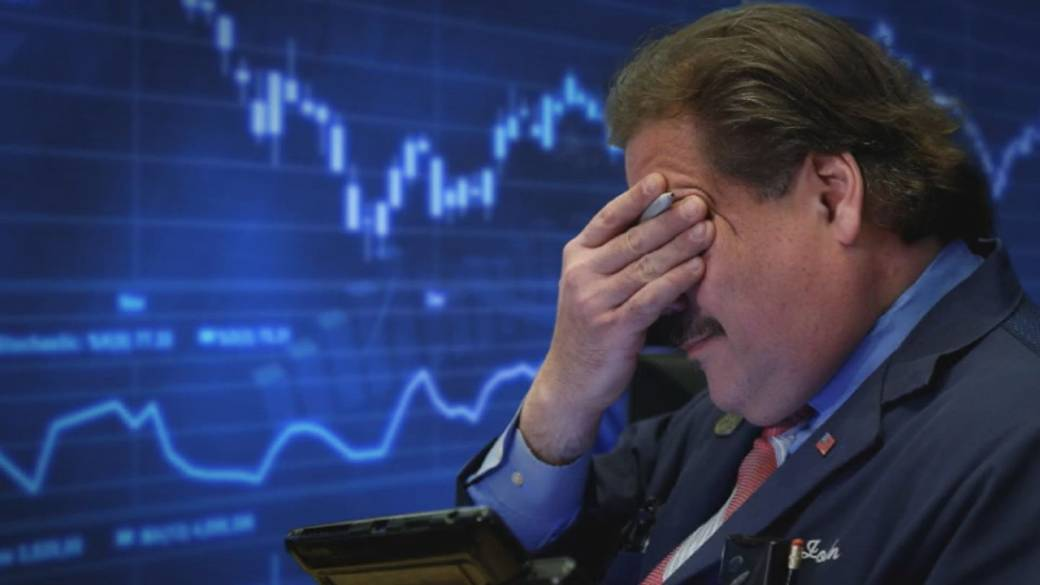Stocks sink by more than 500 points as worries about economic growth linger