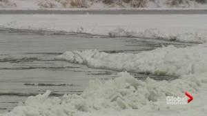 Saskatoon Fire Department rescues woman from the South Saskatchewan River (01:35)