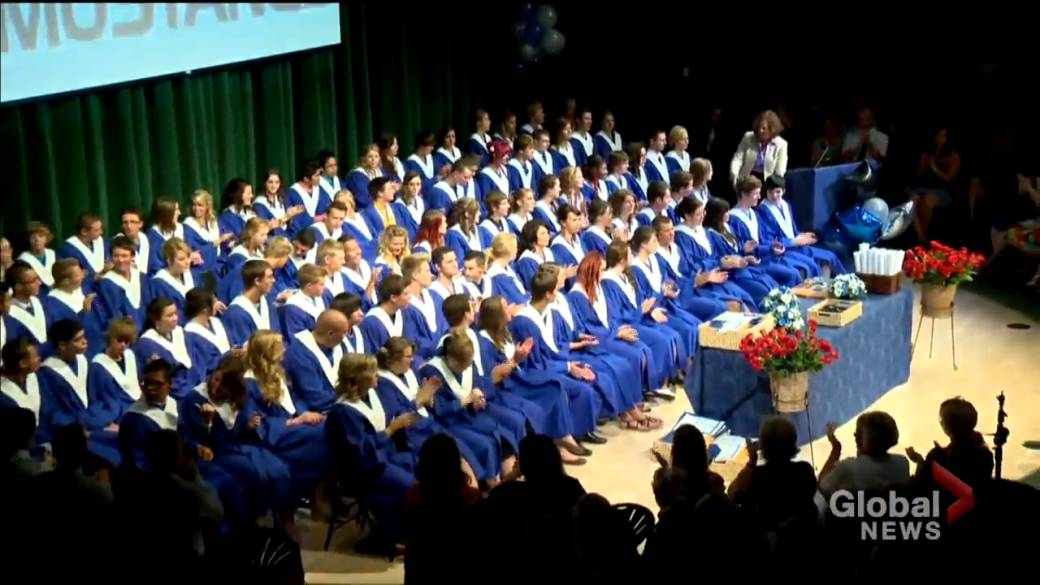 Click to play video: 'Quebec high school students will be allowed to celebrate prom'
