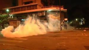 Raw video: Violent clashes during anti-government protest in Venezuela