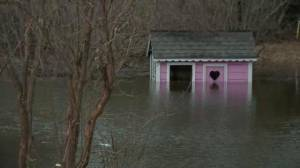 Ontario towns continue to face heavy flooding