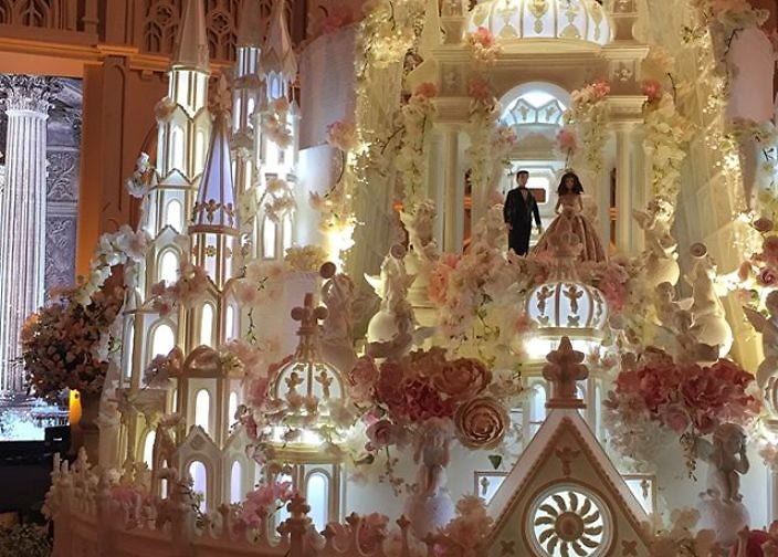 Behold  A Wedding Cake Castle That s 16 Feet Tall