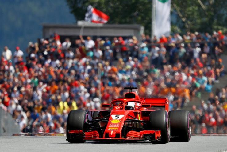Vettel sets the new fastest lap.