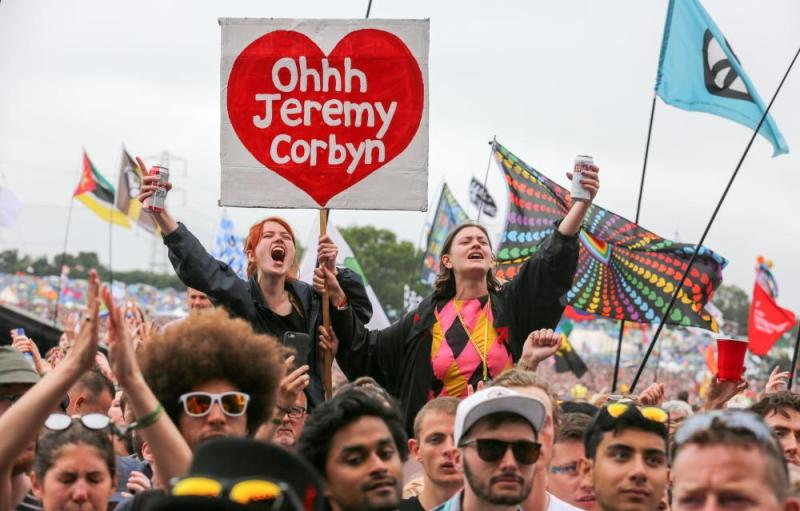 With one voice: Jeremy Corbyn fans singing at Glastonbury (Q5).
