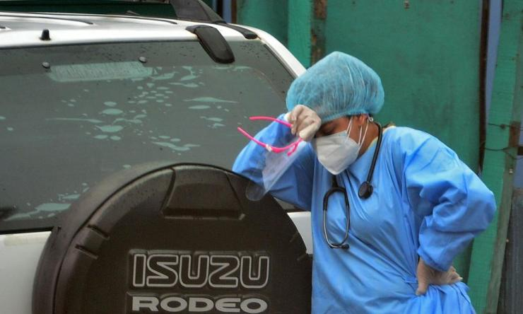A health worker reacts after the death of a patient allegedly from Covid-19 at a field hospital in Tegucigalpa, Honduras on 22 July 2020.