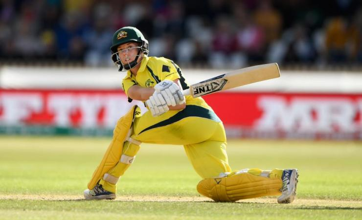 Elyse Villani hits out on her way to a half-century.
