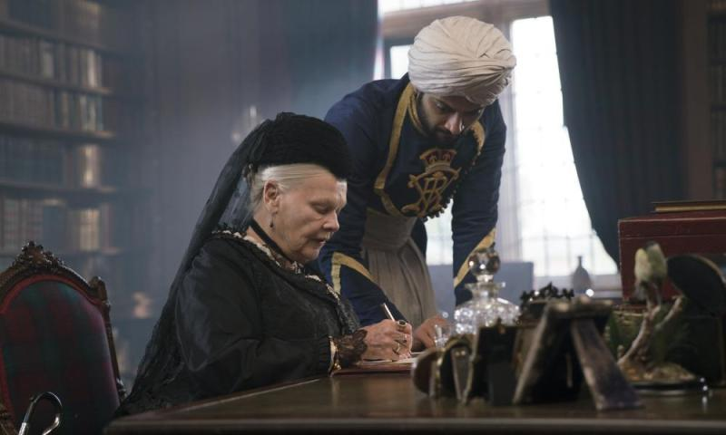 Judi Dench and Ali Fazal in Victoria & Abdul (2017).