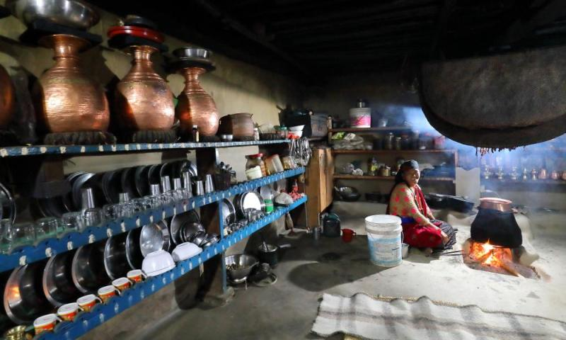 Distilling the pa in Sikles.