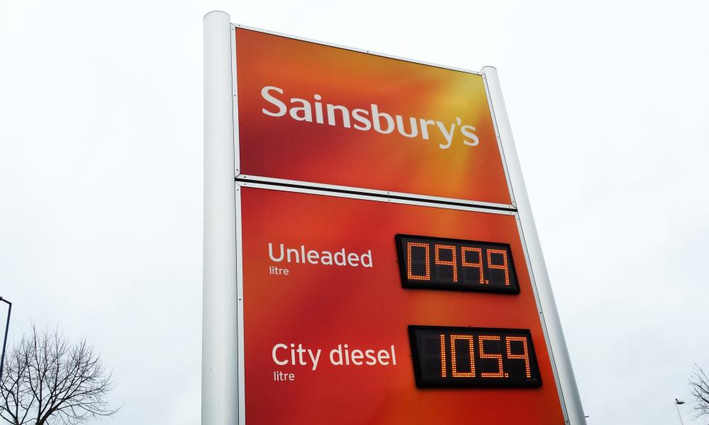 Supermarket cuts petrol price to below £1 a litre, lowest since 2009<br>12 Dec 2015, London, England, UK --- London, United Kingdom. 12th December 2015 -- Sainsburys has cut the petrol price below £1 a litre. -- Sainsburys has cut the petrol price to below £1 a litre, the lowest UK price since 2009. It is now selling petrol at 99.9p per litre and diesel at 105.9p per litre. --- Image by © Dinendra Haria/Demotix/Corbis