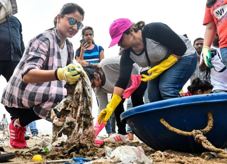 Bollywood actress Anushka Sharma joins in the clean-up of Versova beach