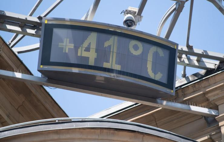 A picture taken on Thursday shows a board displayed in a Stuttgart office building reading 41 C.