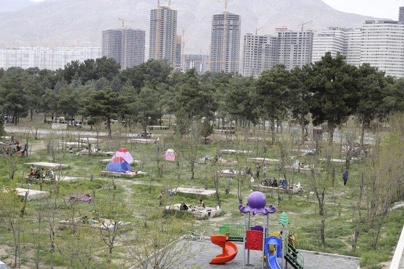 تصاویر |  تراکم جمعیت در روز طبیعت در پارک چیتگر