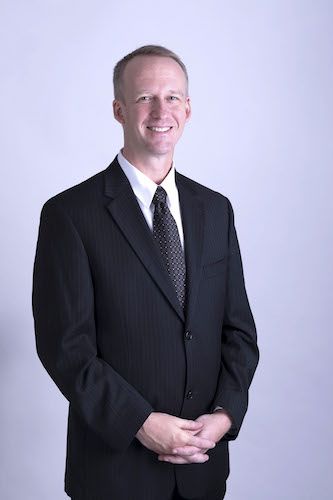 ریک گلومک، نامزد حزب BC NDP در حوزهٔ پورت مودی–کوکئیتلام به پرسشهای رسانهٔ همیاری پاسخ میدهد
