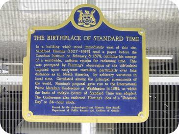 زادگاه ساعت استاندارد پلاک یادبودی در تورنتو در محلی که فلمینگ برای نخستینبار ساعت استاندارد را پیشنهاد کرد.