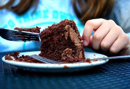 کیک شکلاتی مخصوص وگان و زنجبیل لاته – برای شبهای سرد کریسمس