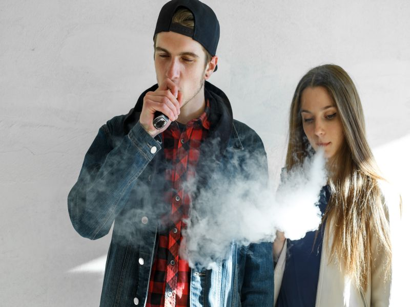 News Picture: Teen Use of Flavored E-Cigarettes Keeps Rising