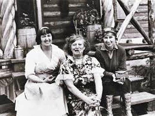 Mabel, Freida, Brett
