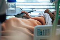 Pacient internat la terapie intensiva cu COVID-19