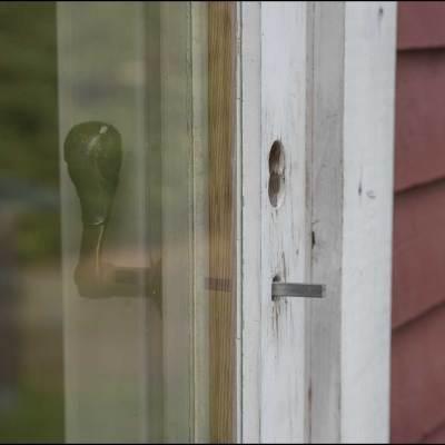 Denna dörr användes som ingång när nyckel saknades.