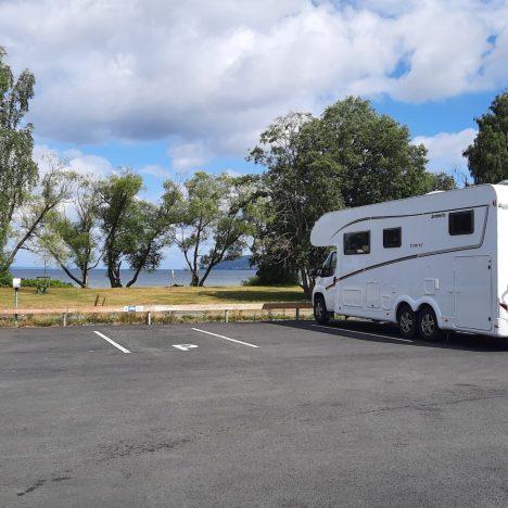 Vätterstranden Huskvarna Vill du bo med Vättern som närmsta granne är det på Vätterstranden Huskvarnas ställplats du ska parkera din husbil en natt eller fler.