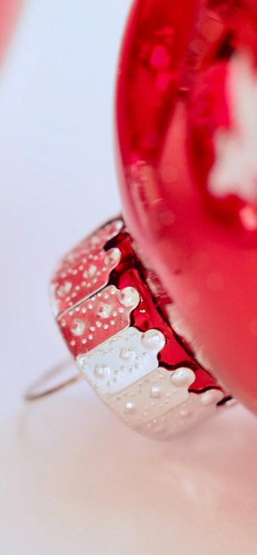 plush-design-studio-unsplash-christmas-ornament-red-ball-iphone-wallpaper