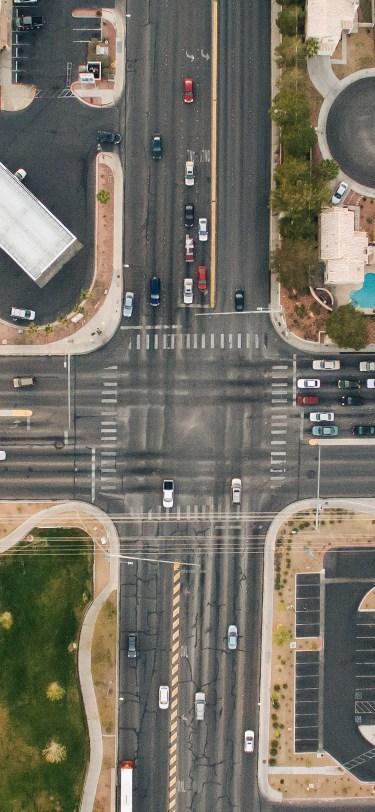 bird-eye-view-city-street-cross-iphone-X