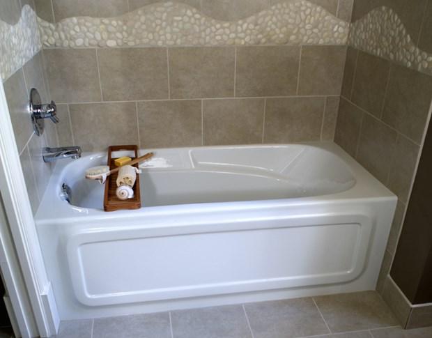 8 Soaker Tubs Designed For Small Bathrooms Small Bath