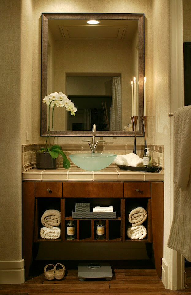 Small Bathroom: Vanity