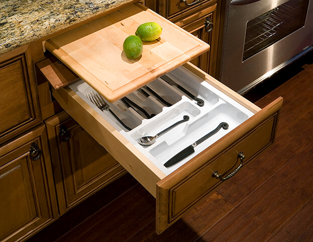 A well-organized kitchen drawer should allow you to open and close smoothly and find what you need immediately.