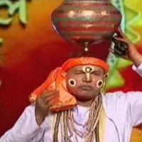 This Muslim Man Dances And Sings Meera Bhajans While Balancing A Pot On His Head!
