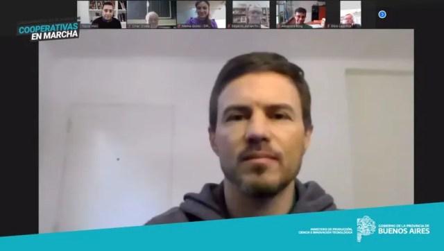 El ministro Augusto Costa en videoconferencia con cooperativistas.