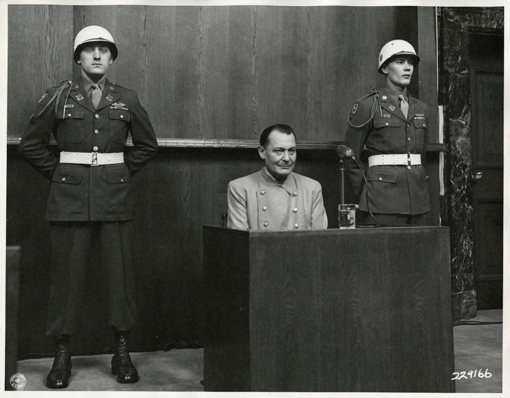 Hermann Goering in tribunale, l'8 marzo 1946.  - Harvard law school library