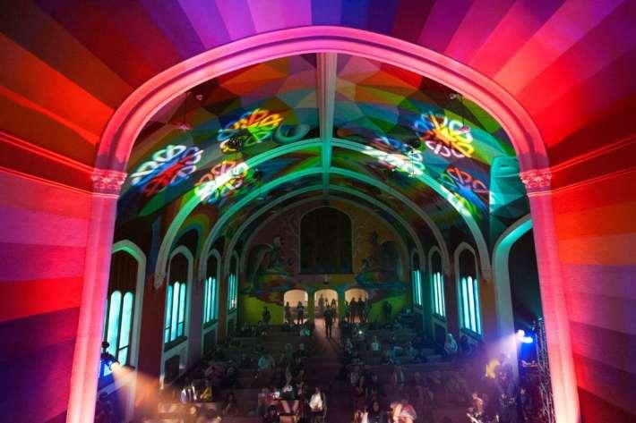Fedeli nella chiesa internazionale della cannabis a Denver, Colorado, il 20 aprile 2018.  - Jason Connolly, Afp