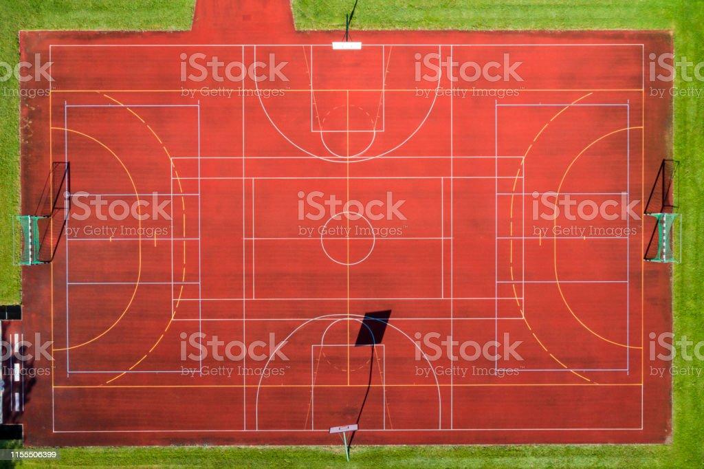 basketball und handballfeld von oben stockfoto und mehr bilder von ansicht von oben istock